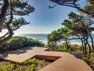 Spacious oceanfront home w/ dramatic views & nearby beach access