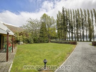 Mount Aspiring Lakeside Retreat, Wanaka