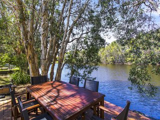 CABARITA BEACH BLISS - HOLIDAY HOME ON THE LAKE, Cabarita Beach