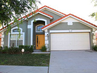 Beautiful 5 Bed 3 Bath Pool Home in a Gated Community, minutes to Disney (9100)