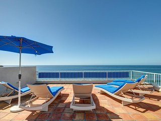 Listen to the waves from this oceanfront luxury home with private hot tub!, Encinitas