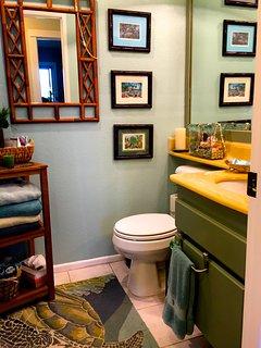 Hall Bath with bathtub/shower