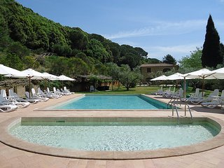 Riparbella Villa Sleeps 5 with Pool - 5228864