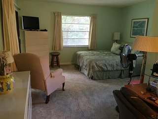 Fully Furnished Condo Available!!!  Ft Myers