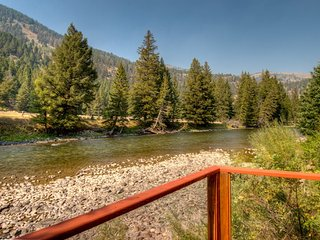 Fly Fishing House ~ RA128349, Big Sky