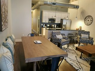 Spectacular Large Two Bedroom Condo in the Heart of Downtown - Walk to Everything! Book Now!  2PA2CD, Nashville