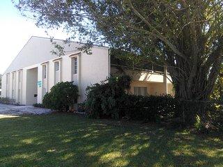 Updated, Near Siesta Key, Lg patio  sleeps 6 Nice!, Sarasota