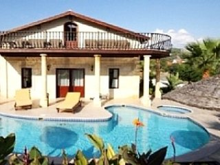 Spacious Turkish Villa w/ pool, Ortaca