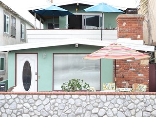 15% Off Sept Bungalow 30 Seconds to the Beach/Dining Parking/Bikes/Large Patio