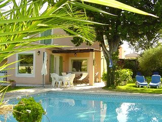 Spacious house near Avignon w/pool