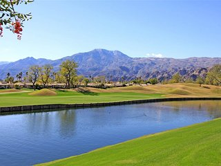 Great Condo with 2 Bedroom-4 Bathroom in La Quinta (215LQ)