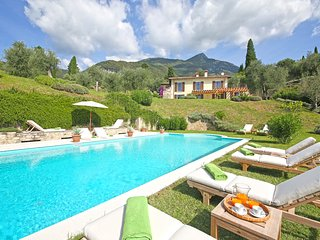 Villa Puro, new luxury villa with private pool, AC, Toscolano-Maderno