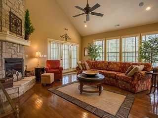 Ozark Dream on the Green-4 bedroom Villa located at StoneBridge Resort!, Branson West