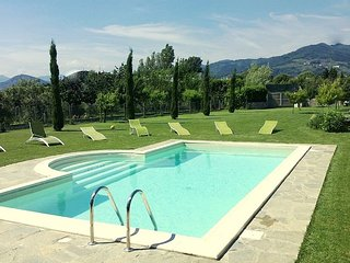 Private Villa  with pool for 8/10 person, Marlia