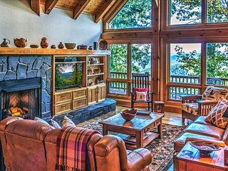 Luxurious Smoky Mountain Cabin at Top of Mountain