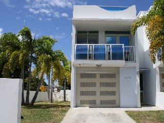 Wave Coast at Rincon - Spacious Luxury Town House, Rincón
