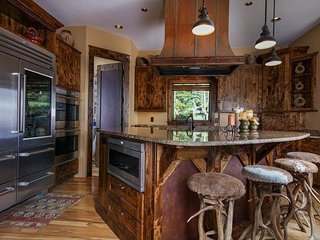 Panoramic Mountain Views Abound - Beautifully Appointed Mountain Lodge, Breckenridge