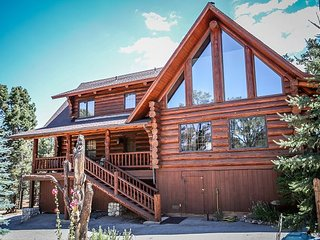 HORSES! Beautiful log cabin! Spacious! Pool Table HORSE CORALS!