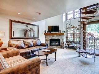 Lion Square - North 382, Vail