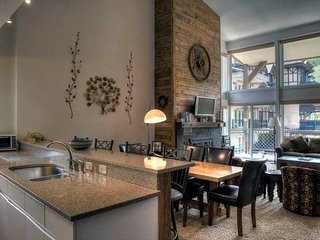 Montaneros 402 - Three Bedroom + Loft Residence, Vail