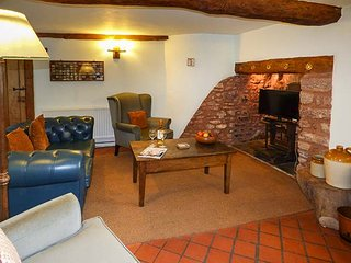 THE DAIRY, detached, thatched cottage, private garden, pet-friendly, WiFi, nr Watchet, Ref 915883