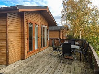 CLACHNABEN VIEW LODGE, detached lodge, hot tub, WiFi, terrace, pet-friendly, Banchory, Ref 932262