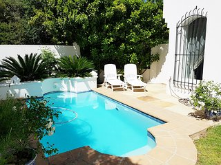 Luxurious 3 bedroomed villa in security estate, Cape Town Central