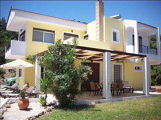 Villa Artemis - 5 Seater car hire included in price, Lindos