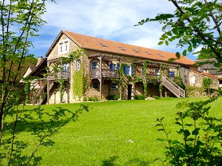 Lovely, spacious gites in converted barn+pool, Bournazel