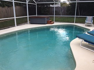 5 Minutes To The Magic 4/3 Private Pool and Hot Tub Fully Fenced Yard, Celebration