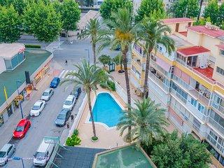 Piscina, vista desde la terraza del apartamento