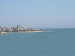 Spacious apartment with sea views - WIFI - excellent transport links
