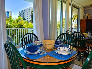 Bayside Condos 18 Waterfront Complex | Heated Pool, Clearwater