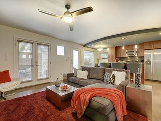 2BR Remodeled Austin Condo in E. Cesar Chavez w/ Patio & Pool Access