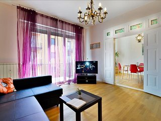Bright and elegant 130 sqm flat in city centre