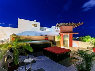 Amazing 2Bedroom on 5th Avenue +Rooftop common pool +WIFI Internet +Parking, Playa del Carmen
