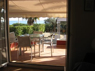 Beachfront apartment with patio and fantastic views, Alcossebre