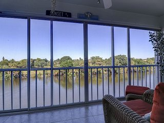 Spanish Cay D5: Updated Condo on 3rd Floor w/ Beautiful Sanibel River Views!