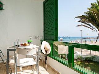 Beachfront Apartment Las Burras FA03