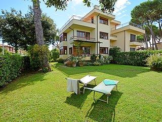 4 bedroom Villa in Marina di Pietrasanta, Tuscany, Italy : ref 5055113