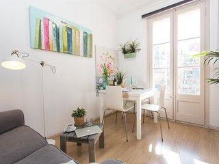 Sunny centric apartment, Barcelona