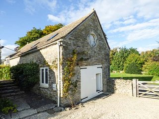 THE LONG BARN barn conversion, character features, garden, WiFi, in Duntisbourne