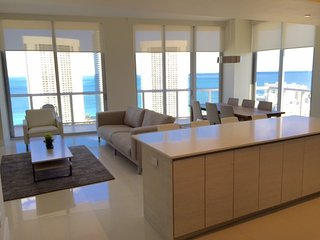 BEACHWALK 3301 SPECTACULAR 3/3 Steps from the beach, Hallandale Beach