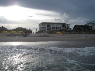 Ocean front condo--clean and dog friendly, Carolina Beach
