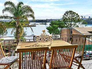 CLIFT - Balmain Apartment Overlooking Harbour
