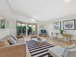Iluka 2 Bed Apartment - Poolside, Palm Beach