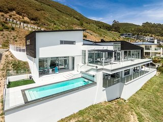 Aqua Heights Home - Luxury Nelson Holiday Home