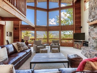 Overlooks all of Big Sky- Spacious Mountain Home