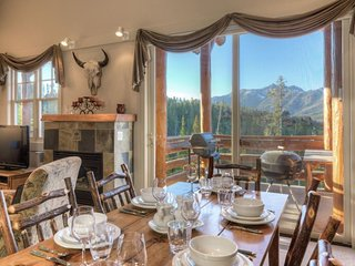 Luxury Townhome with Miles of Views, Big Sky