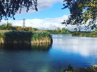 Marshlands - Stunning Lakeside Nature Retreat, Barton-upon-Humber